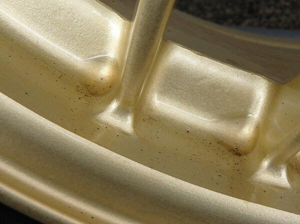 シリコーンオイルでホイールの鉄粉は除去できるのか