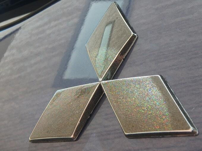 三菱 エンブレム 塗装 プリズムシャイン
