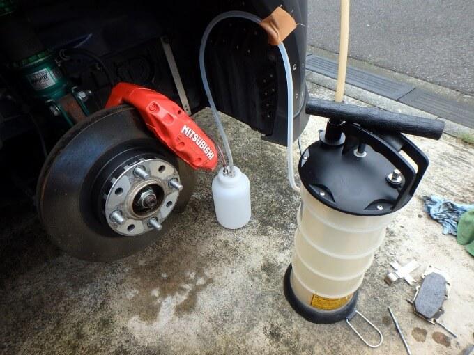 ブレーキフルード 負圧で吸い取る DIY