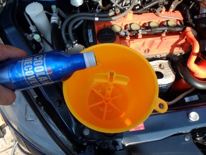 エンジンに残ったクーラントをすすぐときに錆びるのが嫌